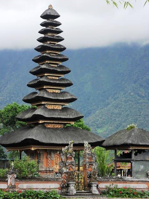 Bali Holidyas Ulun Danu Temple
